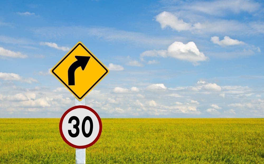 placa de trânsito advertência