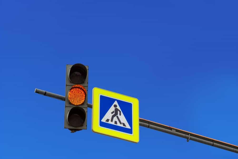 multas gravissimas avancar o sinal amarelo