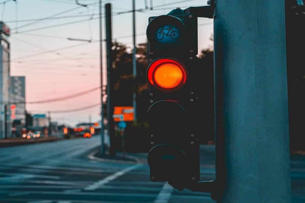 multas gravissimas avancar o sinal vermelho